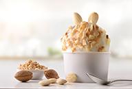 Yoghurtijs met noten